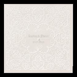 Elegante trouwkaart met motief van kant en subtiel pareltje