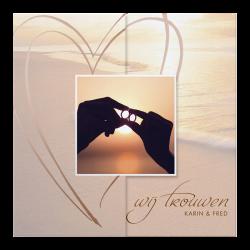 Romantische trouwkaart met bijzondere vouwwijze en parelmoerfolie